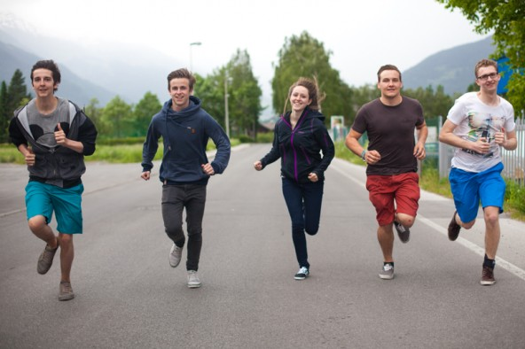 """Die Projektgruppe """"Road Runners"""" veranstaltet am Samstag, 14. Juni, einen Stadtlauf quer durch Lienz, v.l.: Elias Pichler, Michael Innerhofer, Katharina Ladstätter, Thomas Innerhofer und Lukas Seirer. Foto: Dolomitenstadt/Egger"""