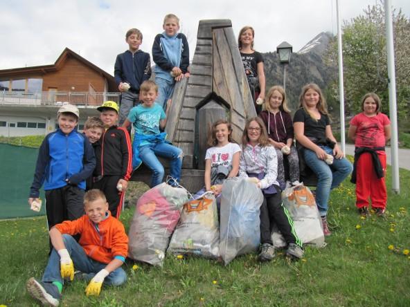 """""""Unsere Aktion Frühjahrsputz bietet jedem die Gelegenheit, sich aktiv am Umweltschutz zu beteiligen"""", freut sich Bürgermeister Dietmar Ruggenthaler über seine Helfer, wie hier die Volksschule Virgen."""