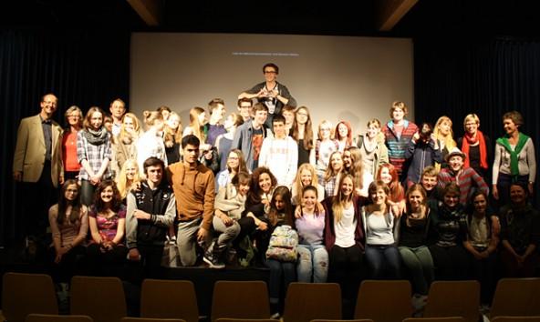 Comenius-Schlusspräsentation im Gymnasium im April 2014 mit Schülern aus Osttirol, Belgien und Frankreich. Links außen Organisator Roland Rossbacher.