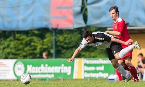 Vom Verletzungspech verfolgt, erkämpften die Debanter in einem ruppigen Spiel einen Arbeitssieg auf eigenem Rasen. Fotos: Philipp Brunner
