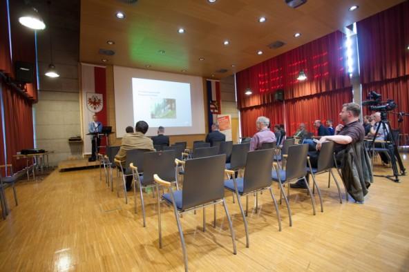 Am Informationsabend blieben in der Wirtschaftskammer viele Stühle leer. Fotos: Dolomitenstadt/Egger
