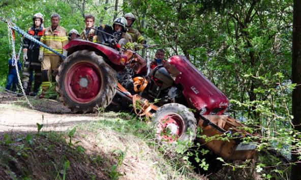 Bergung des Traktors in Assling. Foto: Brunner Images