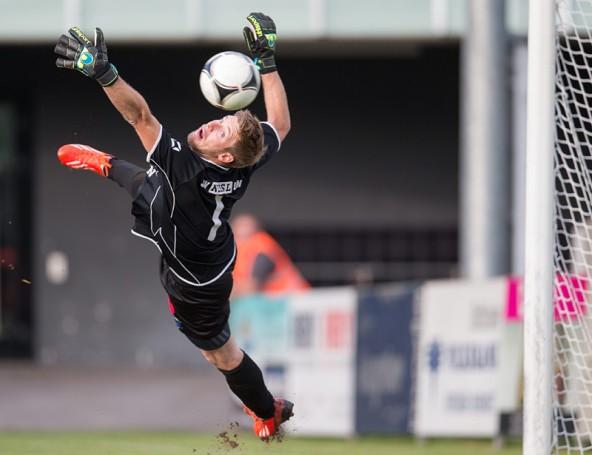 Lind-Torhüter Martin Granitzer hielt was ging, musste aber dennoch drei Mal den Ball aus dem Netz holen. Fotos: Expa/Groder