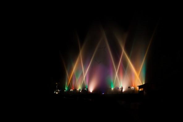 Das Publikum, darunter viele Fotografen bekamen hunderte verschiedene Wasser- und Lichtkonstellationen vor die Linse.