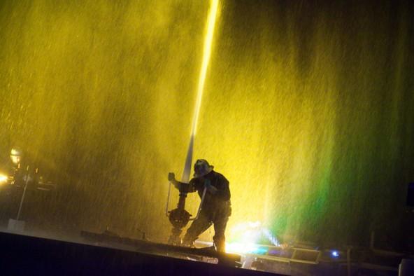 Neben acht Flutern kam auch ein Wasserwerfer und eine Wasserwand zum Einsatz. Fotos: Michael B. Egger