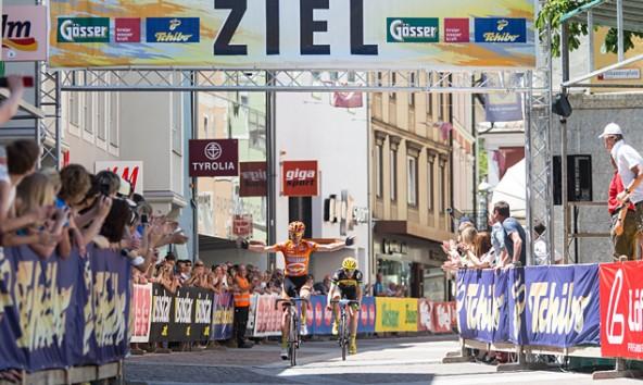 Sieger in der Dolomitenrundfahrt Classic, Maximilian Kuen, gefolgt von Johannes Berndl. Fotods: EXPA/ Johann Groder