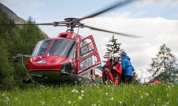 Notartzhelicopter Martin 4 auf dem Landeplatz der Bergrettungsleitstelle Kals.