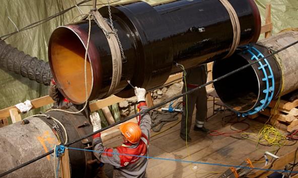 41,3 Millionen Tonnen Rohöl flossen 2013 in diesen Rohren durch Osttirol. Foto: Martin Lugger