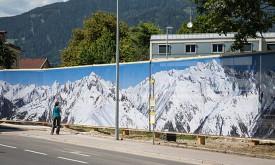 Textile Bergbilder umhüllen Kaufhaus-Areal
