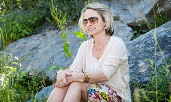 Elisabeth Blanik am Fluss, auf diesem Tschurtschenthaler-Bild ist es die Drau. Die Lienzer Bürgermeisterin hat Verständnis für ihre Kollegen an der Isel.