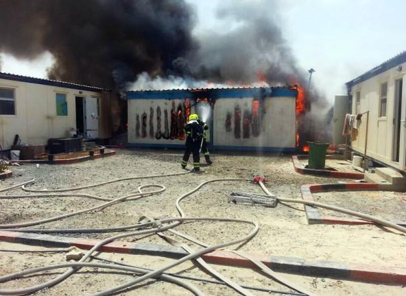Die Firefighters aus Al Ruwais beim Einsatz in einem Arbeitercamp.