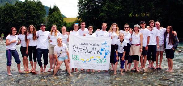 20 junge Leute, bunt und international zusammengewürfelt, starteten am 12. Juli ihr Tour entlang von Isel, Drau und Soca. Foto: Stephan Troyer