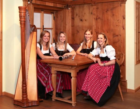 Die Gruppe Kaiserspiel mit ihren vier Mitgliedern.