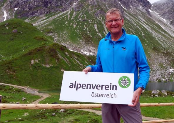Andreas ... präsentiert das neue Logo.