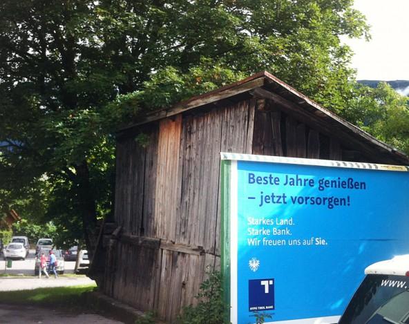 Dieses Holzhäuschen wart in Privatbesitz und gehört jetzt der Stadt. Es wird abgerissen.