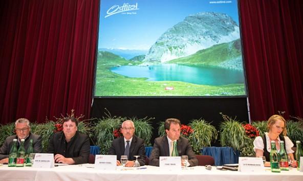 Vorhang auf für die TVBO-Show. Die Akteure von links: Sepp Schett, Andreas Köll, Werner Frömel, Franz Theurl und Barbara Nussbaumer. Fotos: Expa/Groder