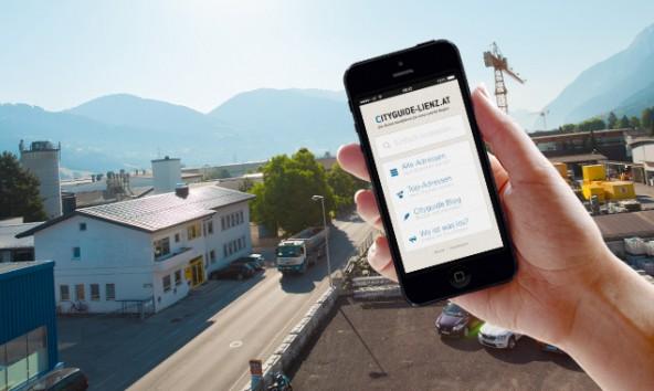 Hunderte neue Schilder werden demnächst in der Peggetz aufgestellt. Einen digitalen Wegweiser gibt es schon. Bild: Dolomitenstadt