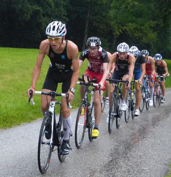 Starke Gegner und Sauwetter – Michael Singer (2.v.l.) steckte beides weg, beim Cross-Triathlon in Zittau und bei der Duathlon-EM in Großraming.