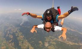 Wer springt aus 4000 Metern Höhe ab?