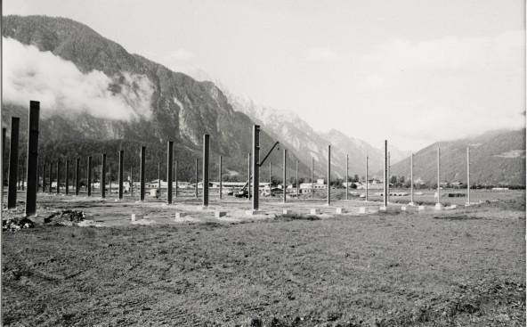 Der Beginn der Industrialisierung in Osttirol - 1979/80 wird in der Peggetz die Liebherr-Halle errichtet. Foto: Sammlung Stadtgemeinde Lienz, Abt. Chronik – TAP