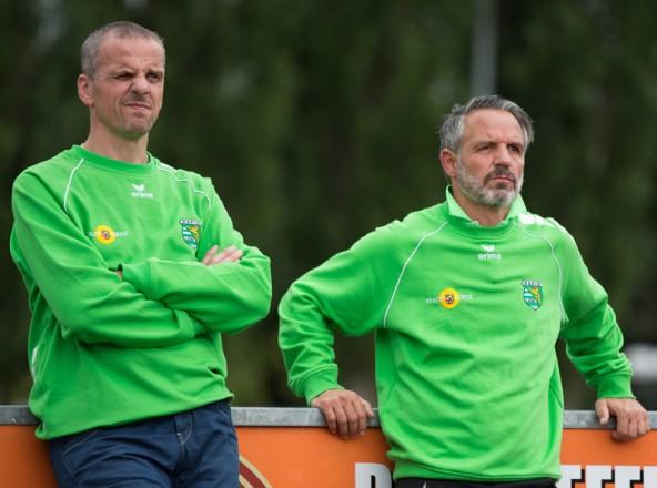 Nachdenklliche Mienen bei Rapid-Trainer Markus Hanser (rechts) und Co-Trainer Markus Resinger.