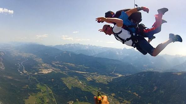 Der Dolomitenstadt-Springer – oder die Springerin – sieht nicht nur die Welt von oben, sondern auch sich selbst im Video!