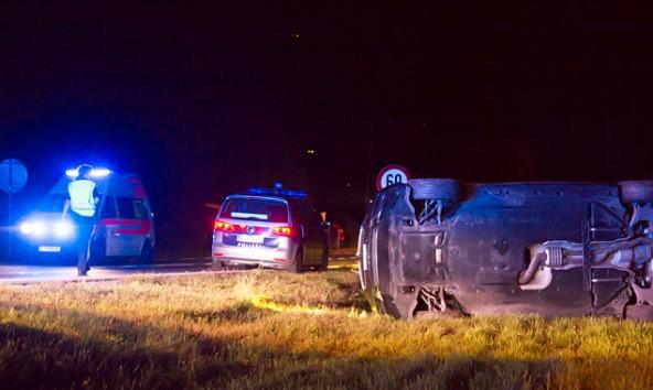 Drei Verletzte hinterließ ein Autodieb auf seiner Flucht am 8. August in Debant. Die Polizei sucht nach ihm. Foto: Brunner