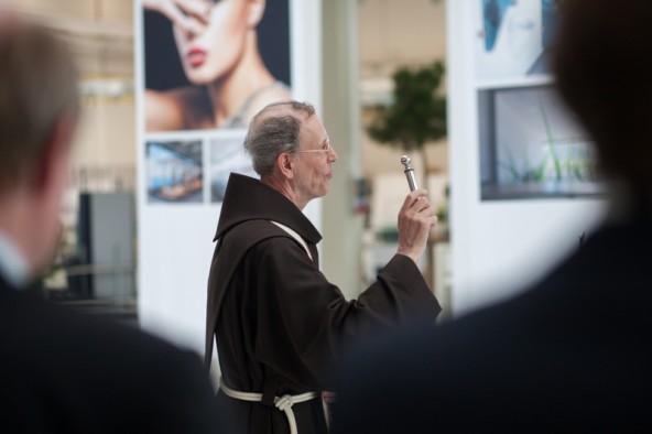 Er bat um den Segen von oben: Pater Raimund.