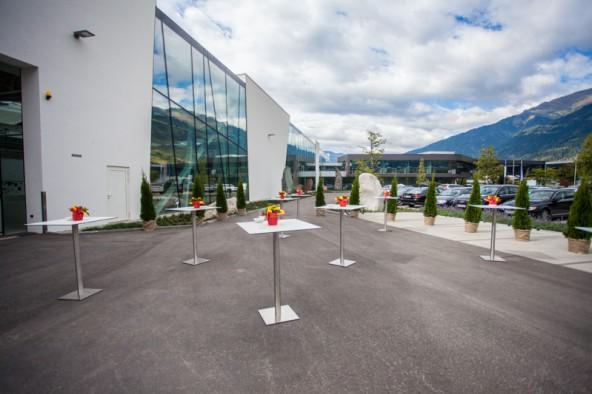 Fast 4000 m2 Fläche hat die neue Halle, 180 Tonnen wiegt allein dass Glas für die bis zu acht Meter hohen Fenster des Niedrigenergiegebäudes, das 16 Mio Euro kostete. Fotos: Dolomitenstadt/Egger