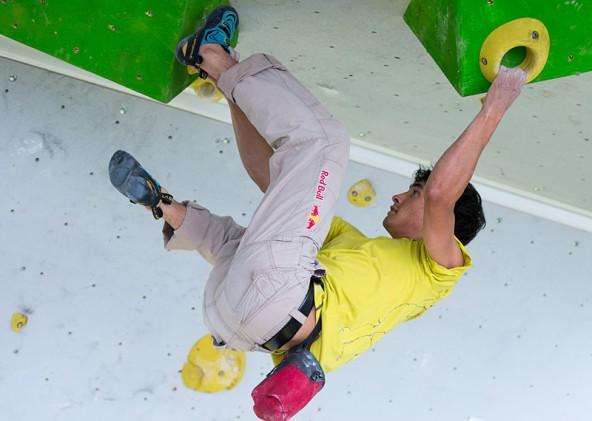 David Lama, der außer Konkurrenz kletterte, stieg bis zur Glocke durch.