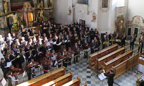 So klingt der Himmel. Insgesamt 115 Musiker und Sängerinnen konzertierten nach einem Seminar in Virgen in der Matreier Kirche.