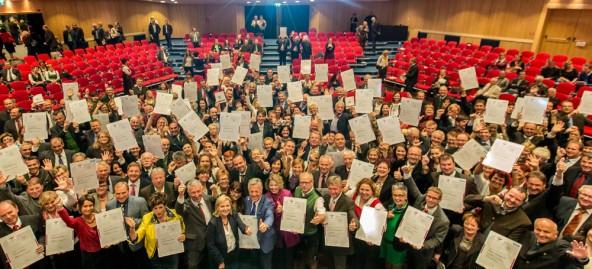 """Unter den """"familienfreundlichen Gemeinden"""" die in Villach ausgezeichnet wurden sind auch fünf Iseltaler Kommunen."""