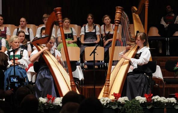 Das Harfenduo Nord Ost erreichte einen ausgezeichneten Erfolg und wurde für die Mitgestaltung des Festabends ausgewählt. Foto: Tiroler Volksmusikverein
