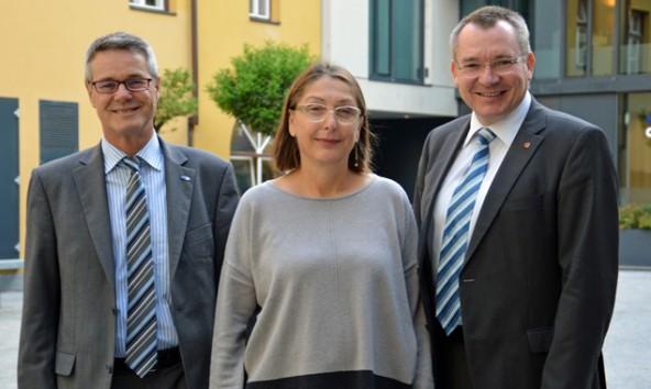 AMS-Geschäftsführer Anton Kern, Soziallandesrätin Christine Baur und Arbeitslandesrat Johannes Tratter. Land Tirol/Reichkendler