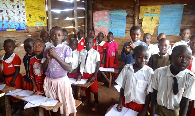Bücherflohmarkt für eine Schule in Uganda
