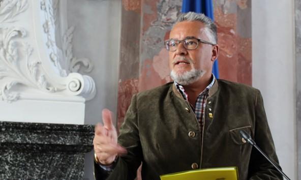 """Sepp Schett: """"Die Osttiroler Bevölkerung muss für eine Tonne Müll 225 Euro bezahlen."""""""