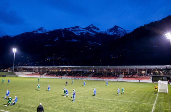 Knapp 1000 Zuseher sahen das Derby im Matreier Tauernstadion.