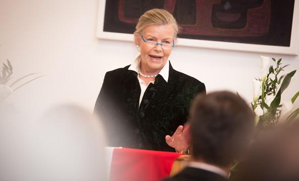 """""""Ein seltsames Gefühl hier zu stehen"""" empfand Helga Machné, ehemals Bürgermeisterin von Lienz."""