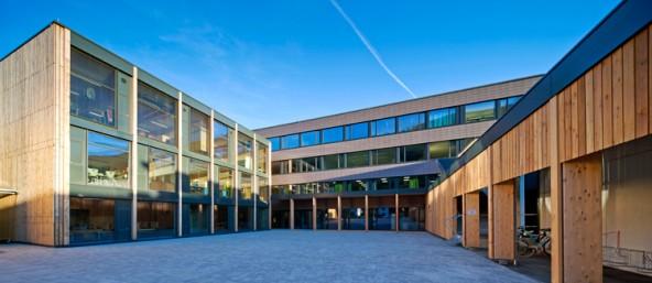Architekt/Planer: Madritsch Pfurtscheller, Innsbruck und Peter Jungmann/Lienz NF: 7090 m², Baujahr 1972-74 (Fotos: Madritsch/Jungmann)