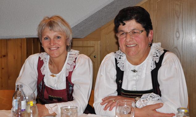 Angela Wilhelmer (li.) und Anna Frank sind aus der Bezirksführung ausgeschieden.