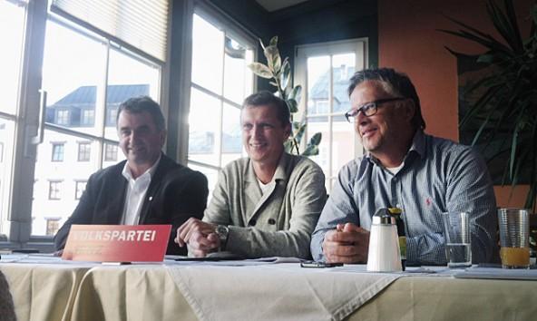 Meinhard Pargger, Stefan Schrott und Charly Kashofer (von Links) legten ein Konzept für mobile Jugendbetreuung vor.
