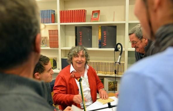 Der Schauspieler und der Autor beim gut gelaunten Plausch mit dem begeisterten Publikum.