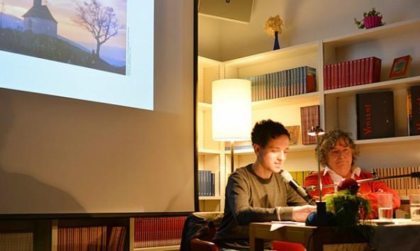 Zolgar las und interpretierte die Texte von Hans Salcher. Fotos: Anja Kofler