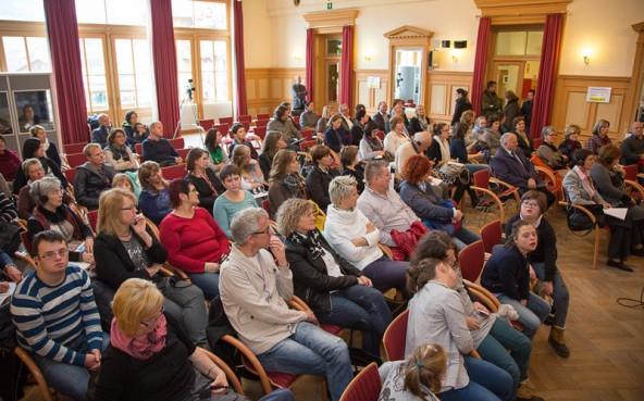 105 TeilnehmerInnen aus drei Regionen diskutierten in Toblach über Inklusion.