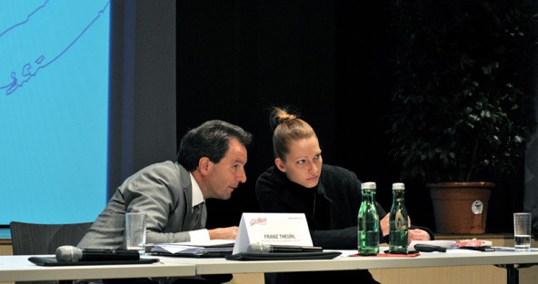 TVB-Obmann Franz Theurl und Geschäftsführerin Barbara Nußbaumer erspähten nur sehr wenige Politiker im Debanter Gemeindesaal.