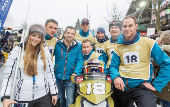 Sponsor Gidi Pirkner (Dritter v.l.) und sein Snow Mobile Team. Fotos: Jürgen Feichter/Expa