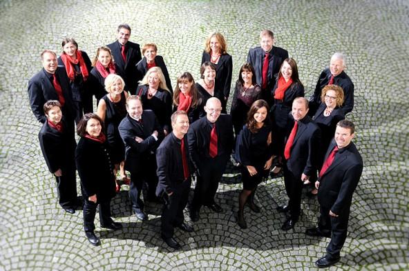Der Kammerchor vokalissimo mit seinem neuen Chorleiter Richard Engeler (1. Reihe, 2.v.l.)