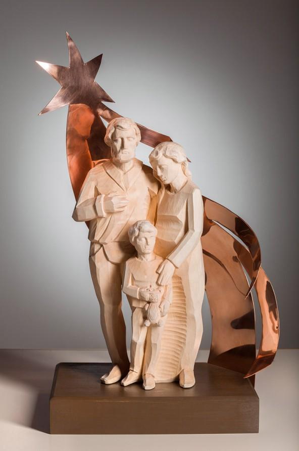 "Gerold Leitner: ""Familie"", Lindenholz kombiniert mit Kupferblech, H 46 cm"