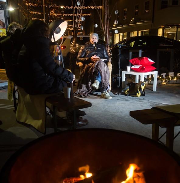 Eine Lesestation wird vor der Bücherei sein. Dort knistert ein Feuerchen und es gibt heißen Tee! Mütze und Handschuhe nicht vergessen. Dann ist es richtig weihnachtlich.
