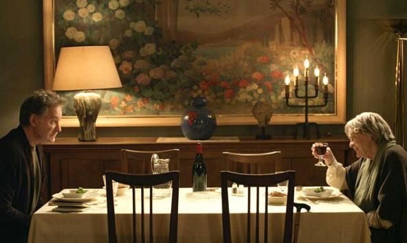 Komplett pleite, freut sich Mathias (Kevin Kline), ein Appartement in Paris zu erben, das er sofort zu Geld machen will. Die Rechnung hat er aber ohne die rüstige Mathilde(Maggie Smith) gemacht. (Foto: Polyfilm)